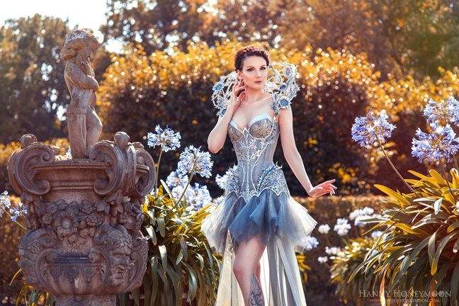 Photography by Hanny Honeymoon Photography Silver Thistle outfit by Royal Black