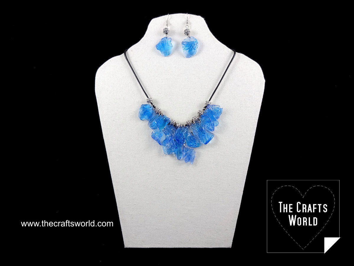 faux_stones_necklace_worbla